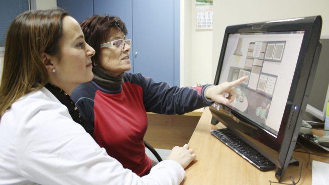 Patiente atteinte de sclérose en plaques travaillant avec Neuronup