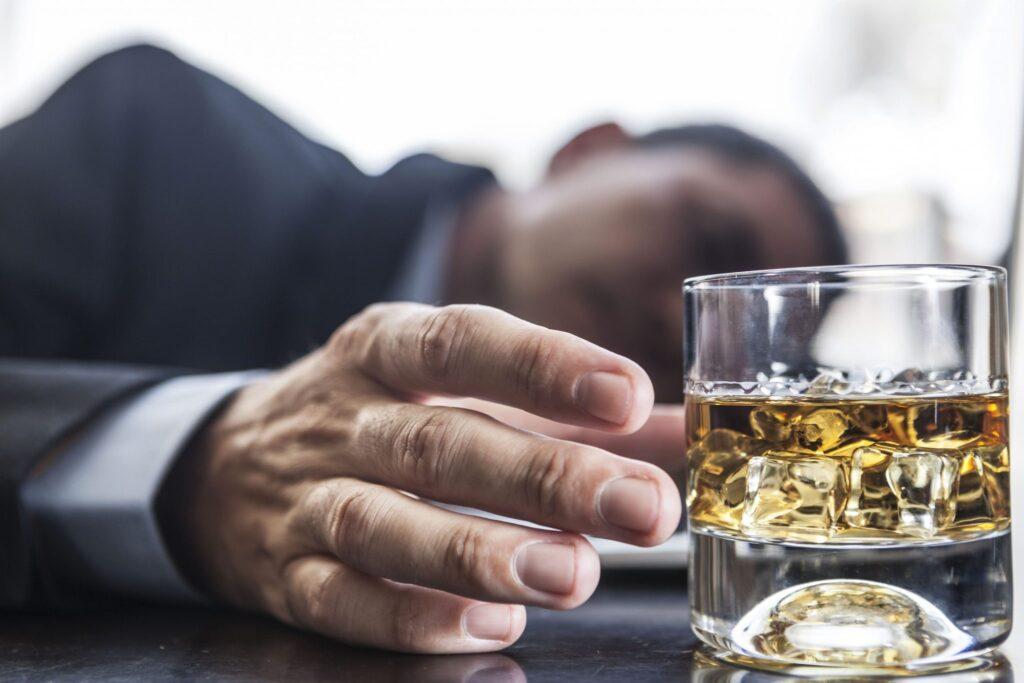 homme avec des problème d'alcool